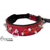Avalon - DEFIANCE - Collar med spisse nagler og røde stener - Rød og sort glatt