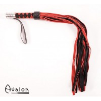 Avalon - Rød & Sort lær flogger med metall på håndtaket.